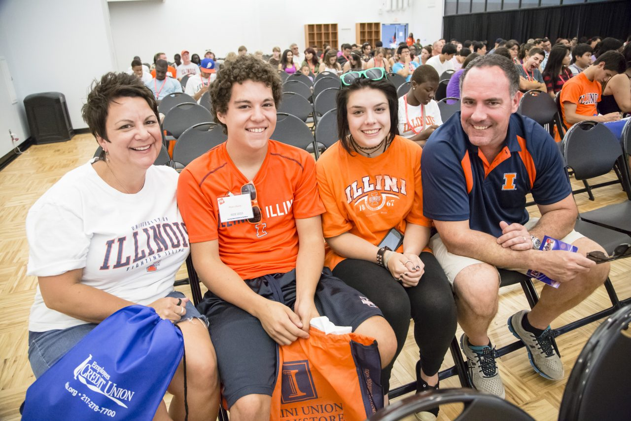 Family visiting the University of Illinois