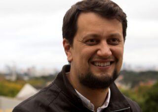 Photo of Jose Ricardo Vargas de Faria outside